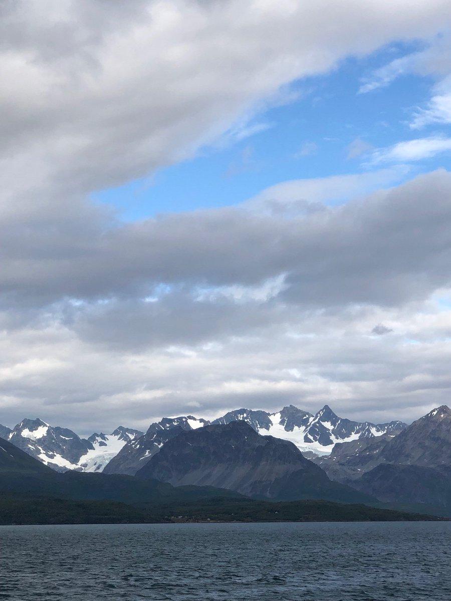 Out of the blue, océan Arctique, Norvège. <br>http://pic.twitter.com/SylWDYrdtl