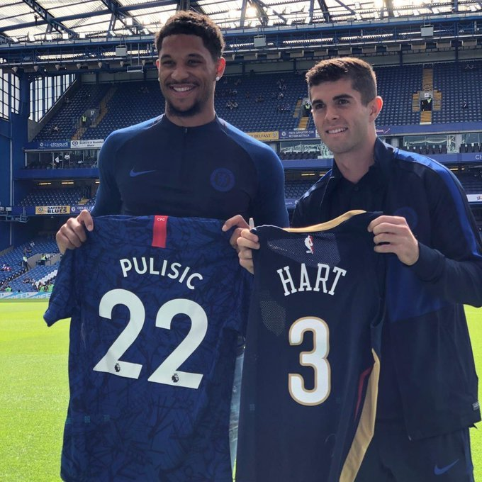 NBA player Josh Hart swapping jerseys with Christian Pulisic before today's match vs. Leicester. 💪