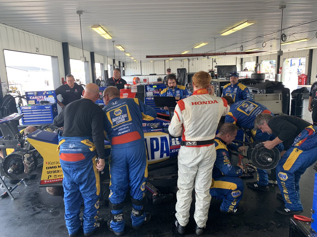 LOTS of things to say. But right now no less than 20 @FollowAndretti guys thrashing to put her back together. #theseguys