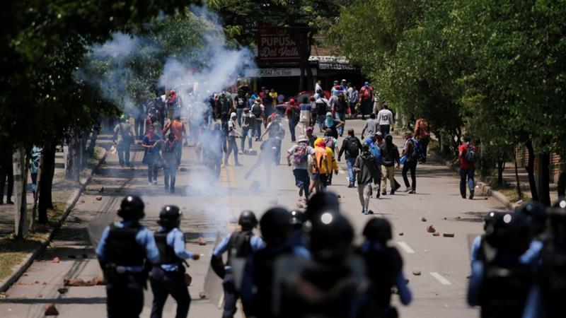 With demonstrations growing louder by the day in Honduras, President Hernandez must put an immediate end to state repression aje.io/nd7w7 — #AJOpinion, by Erika Guevara-Rosas aje.io/nd7w7