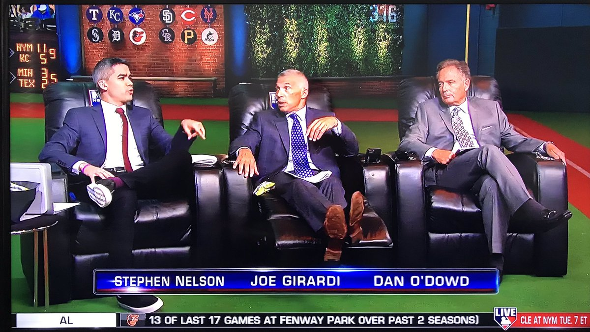 ON @MLBNetwork RIGHT NOW: @StephenNelson hosting #MLBTonight!! Btw those couches on set look comfortable!!