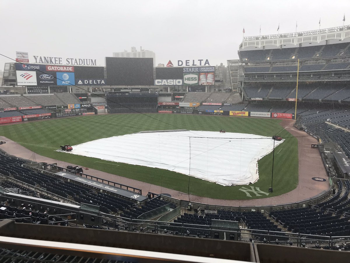 #Yankees game ended just in time. It's now pouring in Bronx.
