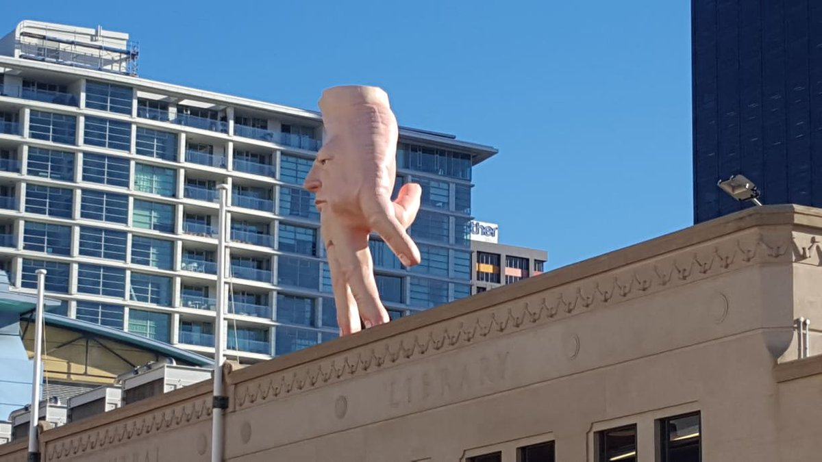 We gotta hand it to @CityGalleryWgtn, they picked the perfect day to install Quasi. The five metre tall hand-face sculpture by artist Ronnie van Hout has arrived from Christchurch and is now perching on the roof of the gallery.  Be sure to give him a wave next time you visit  <br>http://pic.twitter.com/ksmHiEwEtP