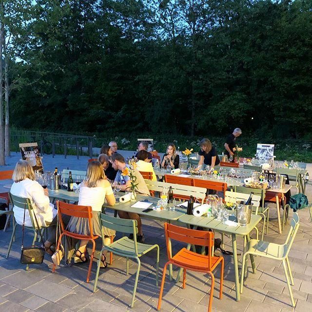 Sommer in München, ein perfektes Gefühl bei @bottles_and_bones_official mit @justin_g_leone #munichrestaurants #munich #munichsummer #schwabing #finedining #goodtimes #instawine #instafood #igersmunich #munichblogpic.twitter.com/ejPrOAUhqw