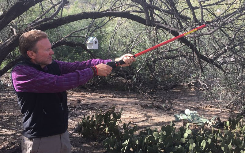 This pruner ensured that I could reach the tree that I wanted to prune...without having to step into the prickly pear cactus! See the other benefits of this @coronatools stick pruner at the link!  http://bit.ly/2Goj60v  gpreview #coronatools #stickpruner #pruningtoolspic.twitter.com/VBSvhQFoq0