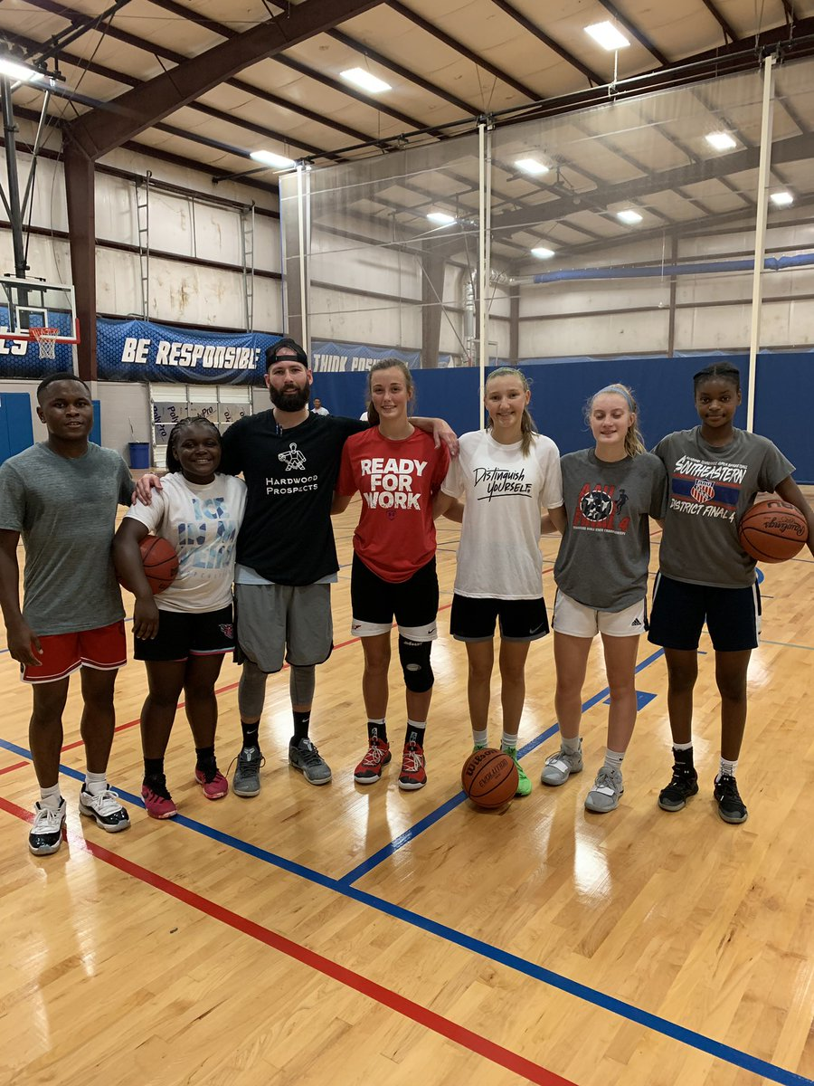 Gym was cooking today Ball players getting better #HardwoodProspects #GrindHard<br>http://pic.twitter.com/TQiYUKzr9S – à Hooptown USA