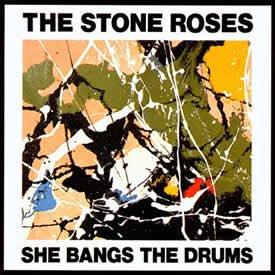 """今日の #本当は誰にも教えたく無い隠れた名曲 The Stone Roses """"Standing Here""""She Bangs the DrumsのB面曲。彼等にしては凡庸な曲だと最初は思うが、3分ちょい過ぎ辺りからの息を呑む美しさは至高。その甘いメロディにずっと浸っていたくなるような夢見心地な曲だ🤤"""