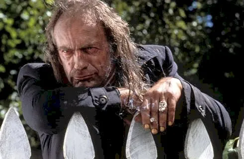 Dennis the Menace had NO RIGHT having a villain as scary as Switchblade Sam <br>http://pic.twitter.com/TvoJm56Bf4