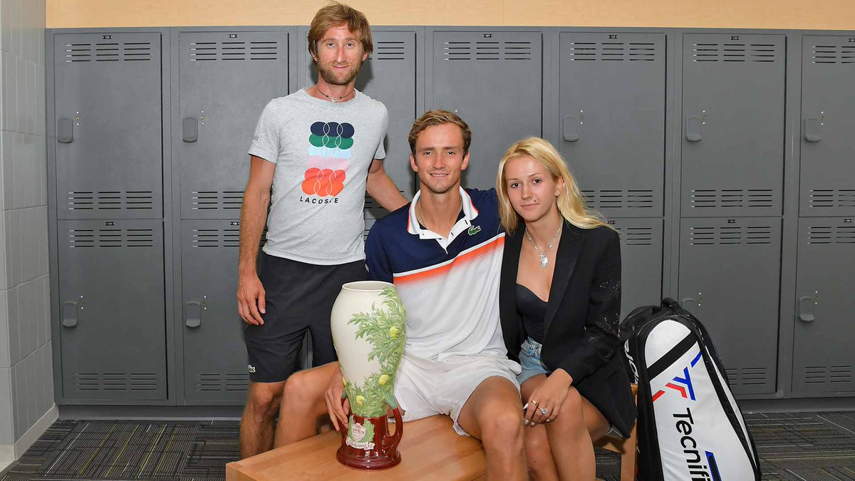 The champ, his team and the #CincyTennis .    This is one for @DaniilMedwed's memory books. <br>http://pic.twitter.com/dJuTZ1468f