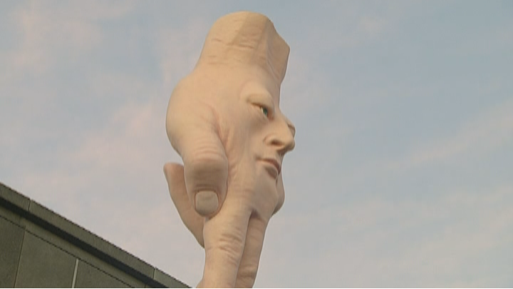 Monstrous hand installation, Quasi, moved from Christchurch Art Gallery to Wellington  https://www. tvnz.co.nz/one-news/new-z ealand/monstrous-hand-installation-quasi-moved-christchurch-art-gallery-wellington  … <br>http://pic.twitter.com/Nna6cpFldf