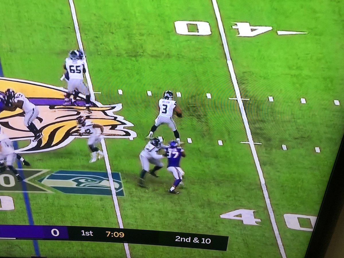 Reminder to fans - referees determine that Everson Griffen, the victim of a felony choke-hold, is just the recipient of good clean fun.  No flag...or arrest on the Hawks OT.  #vikings @EversonGriffen https://t.co/t7JlPB6jl6