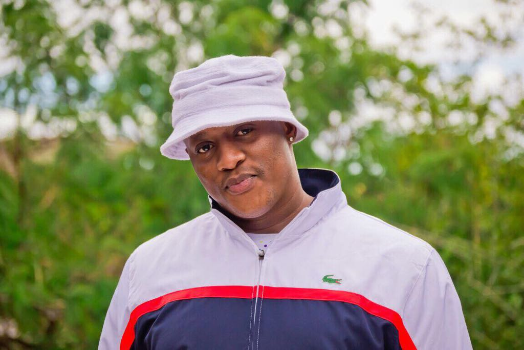 """If """"adding fuel"""" was a person #Uyajola99 <br>http://pic.twitter.com/5OjdzYQMnP"""