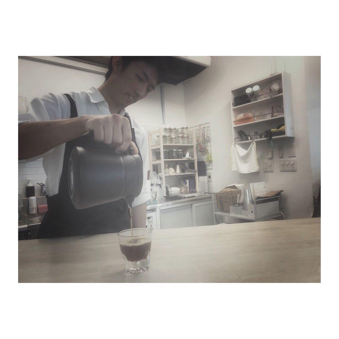 AWAJI Cafe & Gallery on Twitter: こんにちは! スタッフのとよながです! 写真は朝の調整をしているスタッフです!この作業が大切なんですよねー🙃美味しいコーヒーを淹れてお待ちしております!  #awajicafe  #coffee #redpoisoncoffeeroasters #淡路町 #カフェ #コーヒー好き #カフェ巡り…