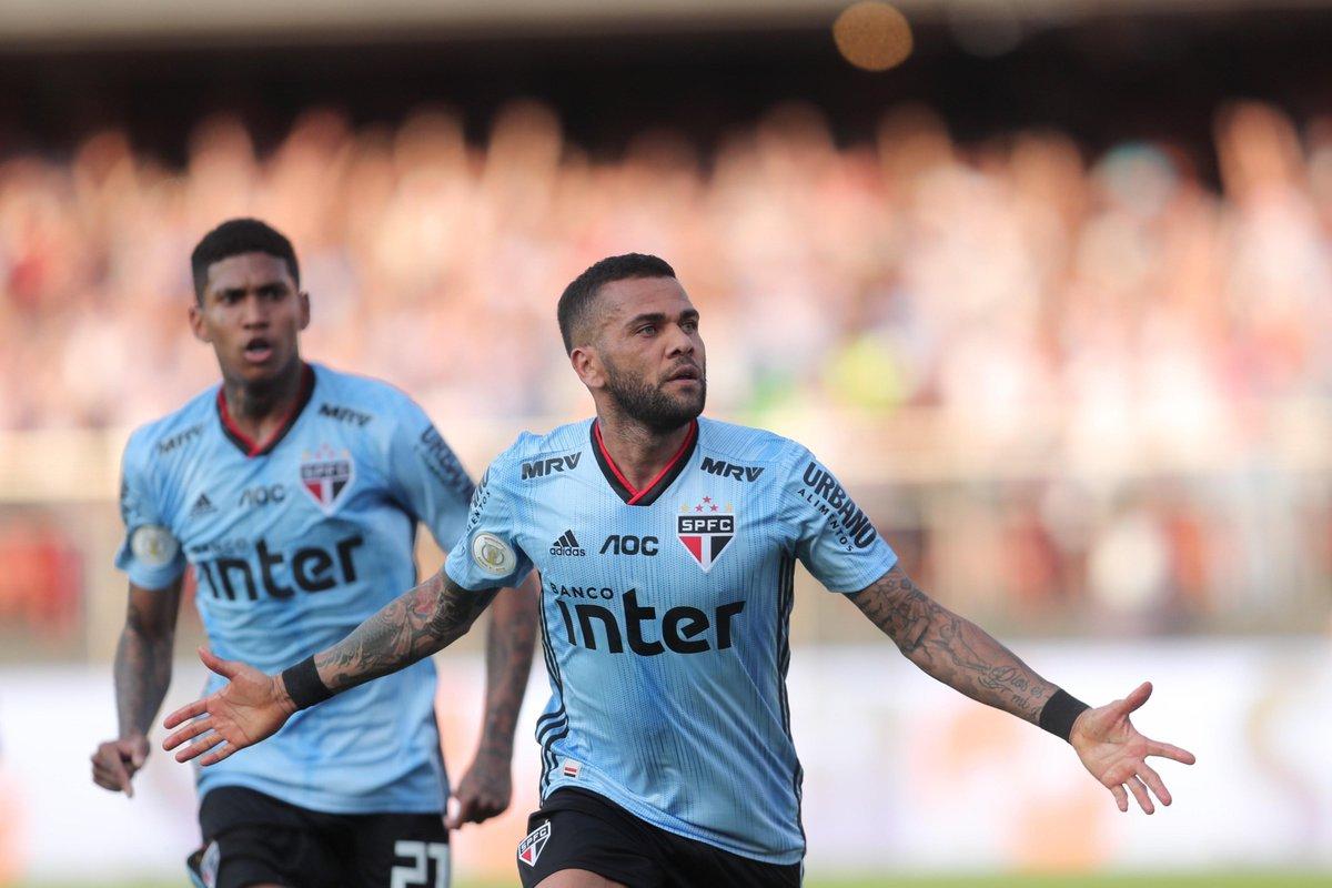 Primer gol de Dani Alves en su debut con el Sao Paulo