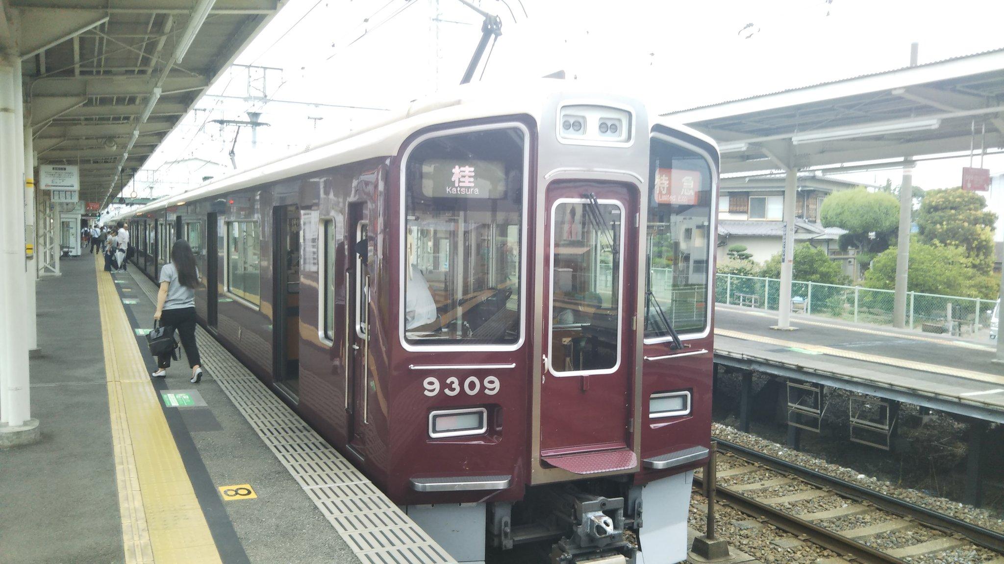 阪急京都線の大宮駅の人身事故で電車が止まっている画像