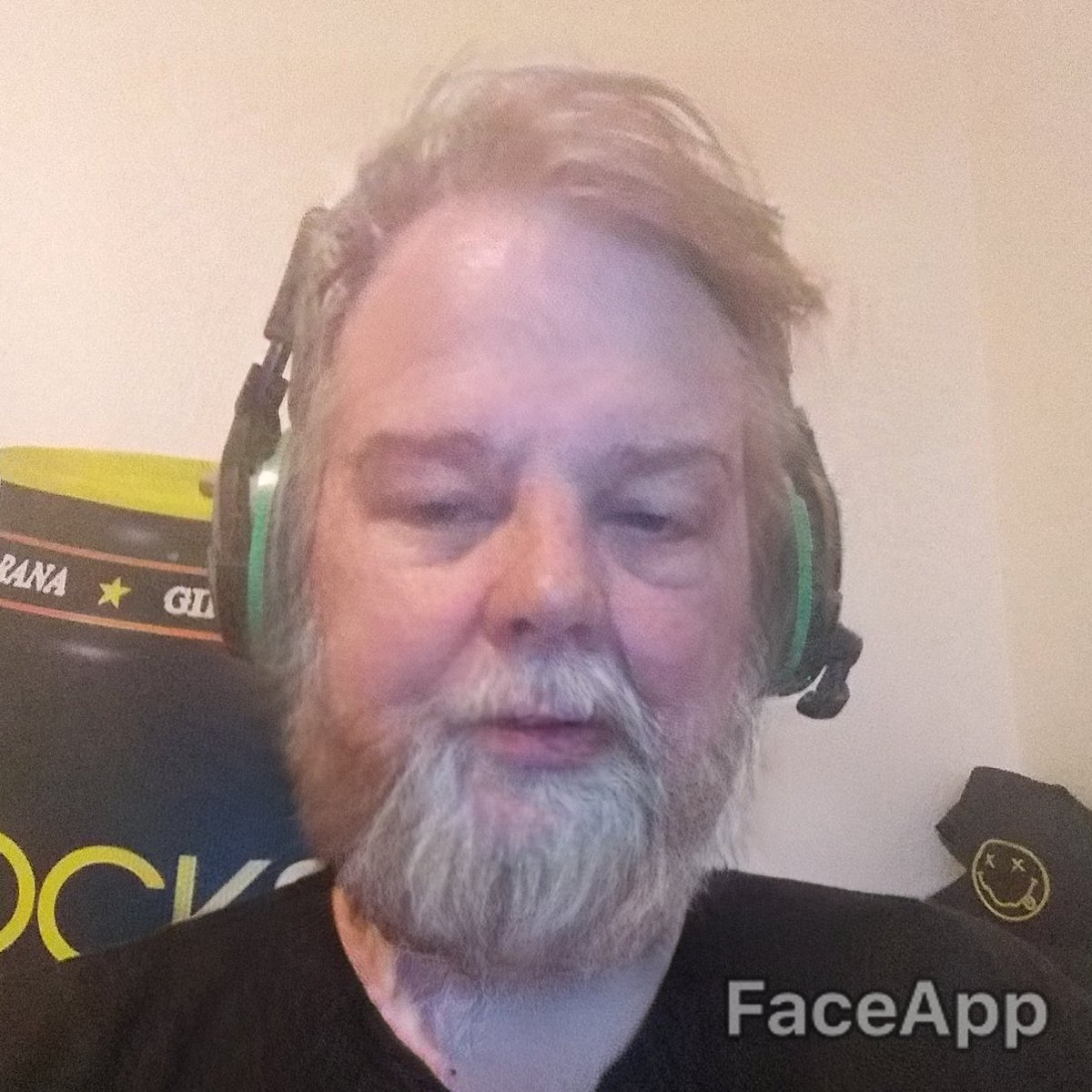 Am i losing it or do I look like Kyle from Tenacious D with more hair  trying to become a mixer streamer  @GassLeak #faceappchallenge  #Tenaciousd #mixer<br>http://pic.twitter.com/AQ0JUfFpPs