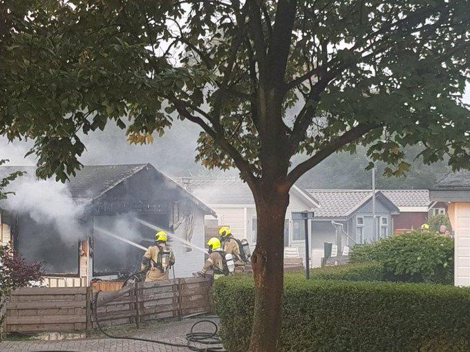 Middelbrand in HoekvanHolland. Vakantie huisje uitgebrand. Een persoon licht gewond. https://t.co/RSYLnYIwiB