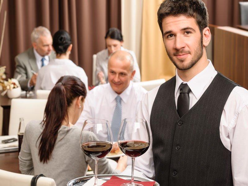 Oferta de empleo: Camareros/as. Se necesitan camareros/as por apertura de nuevo local de hostelería en Ourense. Envíanos tu currículum a ofertas@globalservi.com. #ofertasglobalservi #empleo #empleoourense