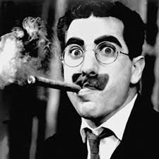 GROUCHO MARX. Disculpen si les llamo caballeros, pero es que no los conozco muy bien. El m´sa conocido de los hermanos Marx. Humorista. Escritor y comediante. Entre sus películas están Sopa de ganso y Una noche en la ópera. Murió un día como hoy 19/6/1977 en Los Ángeles, EU