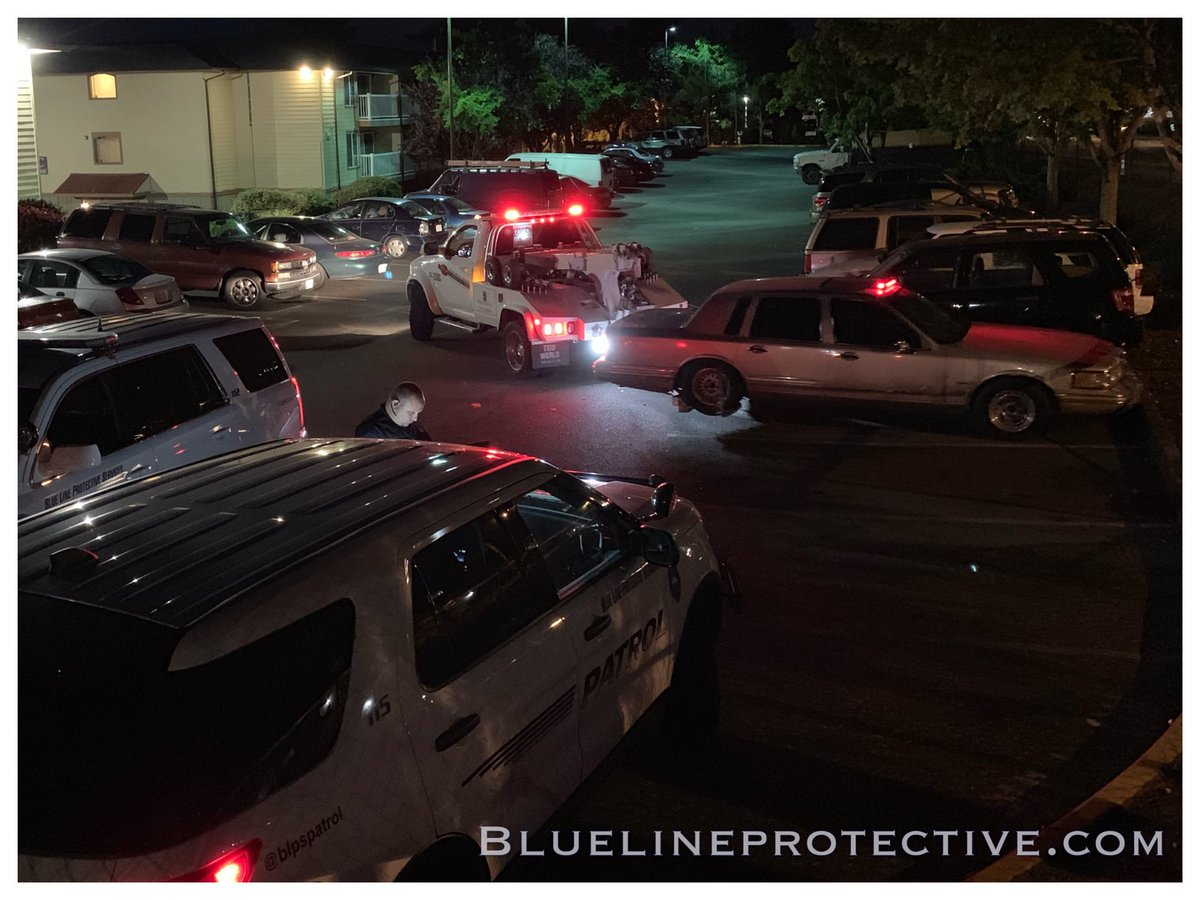 After giving a 72 hour warning, we ended up having this non-operable car towed from an apartment complex. #towed #parkingfail #bluelineprotective #patrol #nightshift<br>http://pic.twitter.com/FI7HfkaFx8