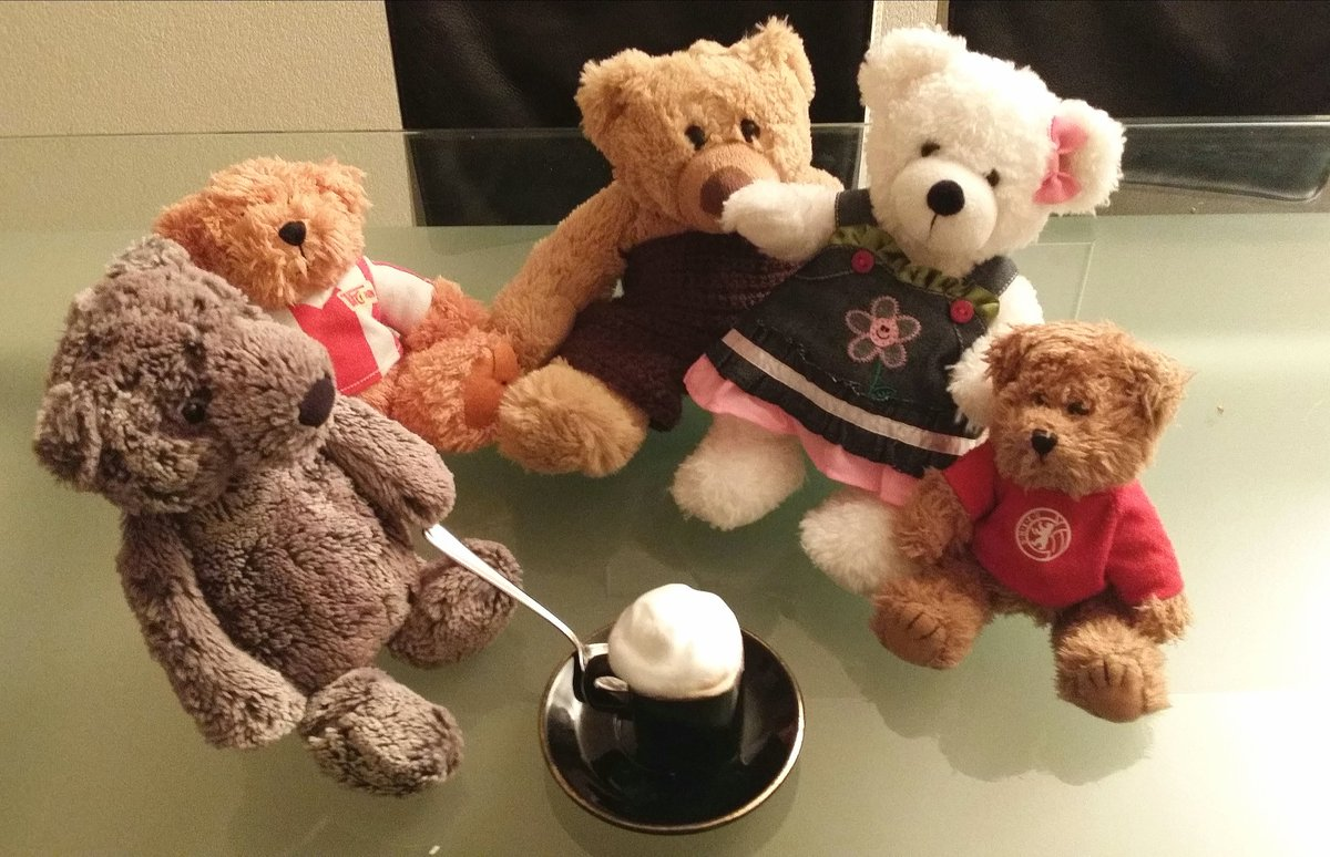Morning! 'Could I have a cup of breakfast tea, please?' 'You always have coffee in the morning, Vikibeth' 'I know, Lovell. But I am beginning to miss the morning tea' #happymonday <br>http://pic.twitter.com/mjXl91TwzW