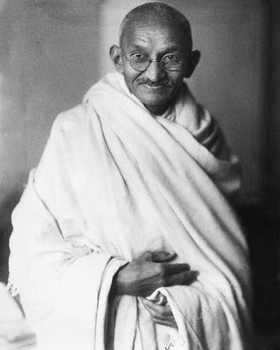 """""""You must not lose faith in humanity. Humanity is like an ocean; if a few drops of the ocean are dirty, the ocean does not become dirty"""".  - #MahatmaGandhi  #WorldHumanitarianDay #WorldHumanitarianDay2019  #mondaythoughts  #MondayMotivaton<br>http://pic.twitter.com/V1ioBWQDUe"""