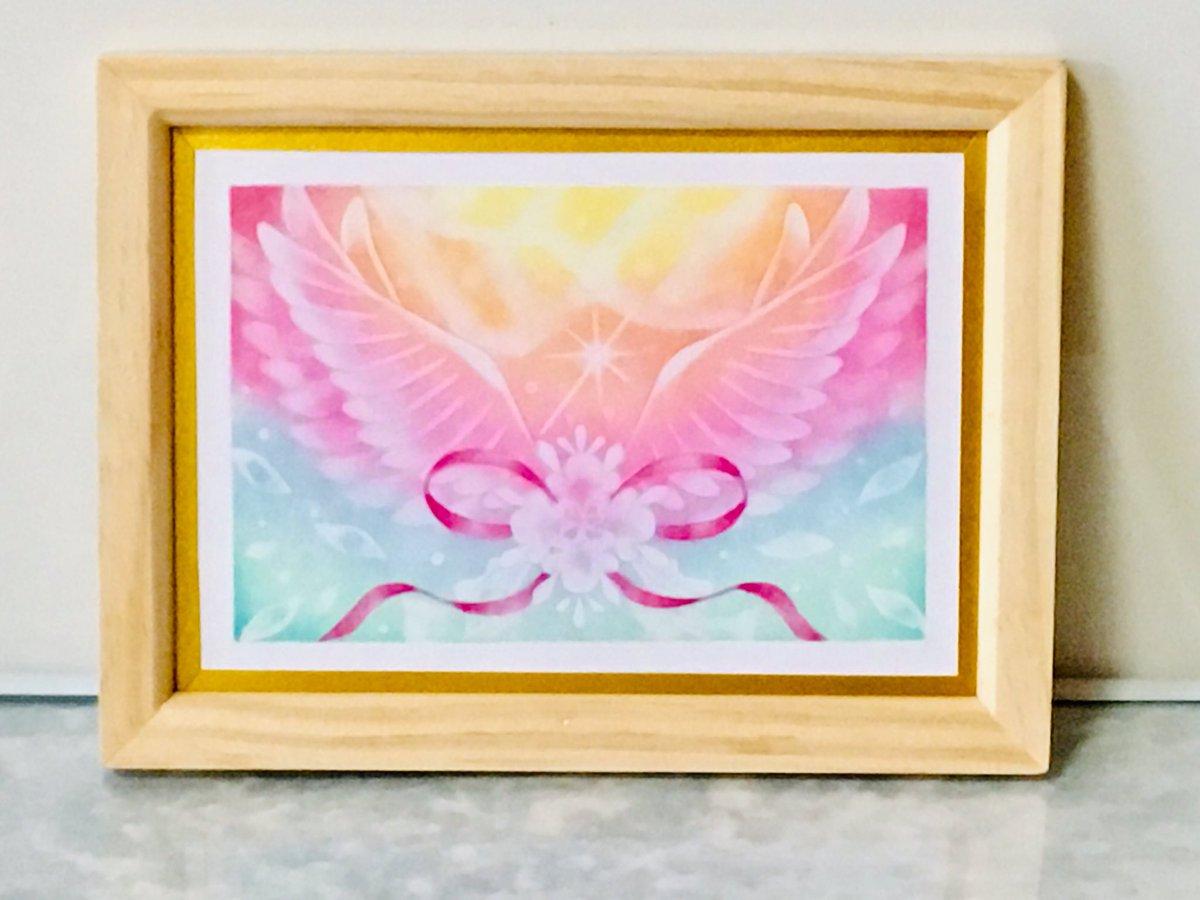 虹のような美しいグラデーションの前に、まるで希望へ向かって飛び立つかのように、両翼を広げた羽を描きました🕊ミンネ 「希望への飛翔」アメブロも更新しました。