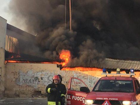 Incendio doloso distrugge un capannone nella cittadella fieristica di Vittoria (FOTO) - https://t.co/kM3Efk8SsQ #blogsicilianotizie
