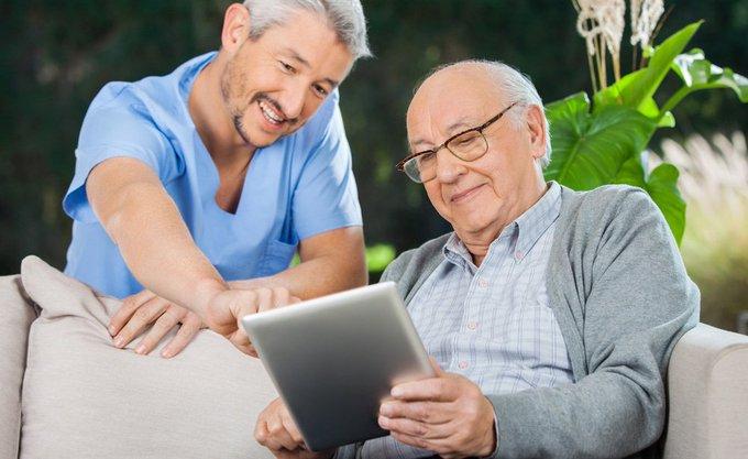 La tecnología de chatbots para ayudar a personas mayores o con discapacidad - via...