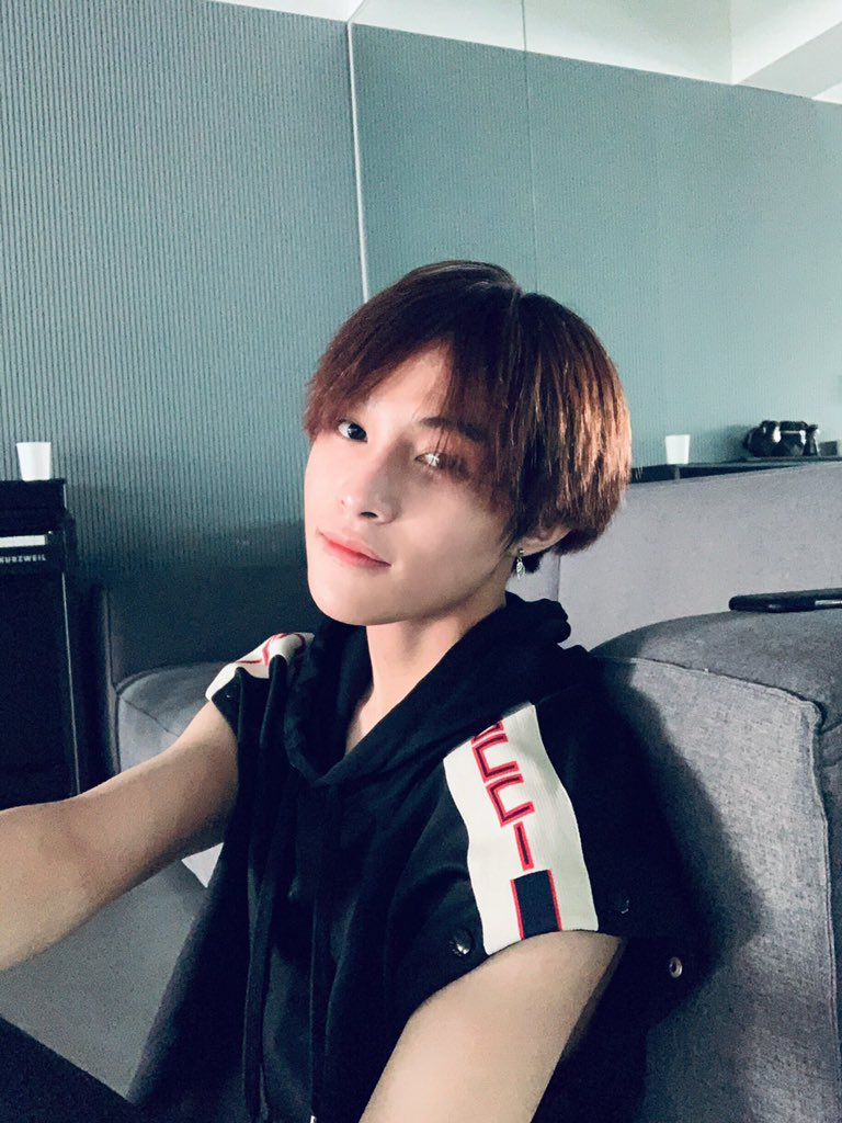 Wayv On Twitter Yangyang Weibo Repost 有没有推荐晚上吃什么 Wayv Weishenv 威神v Yangyang 刘扬扬
