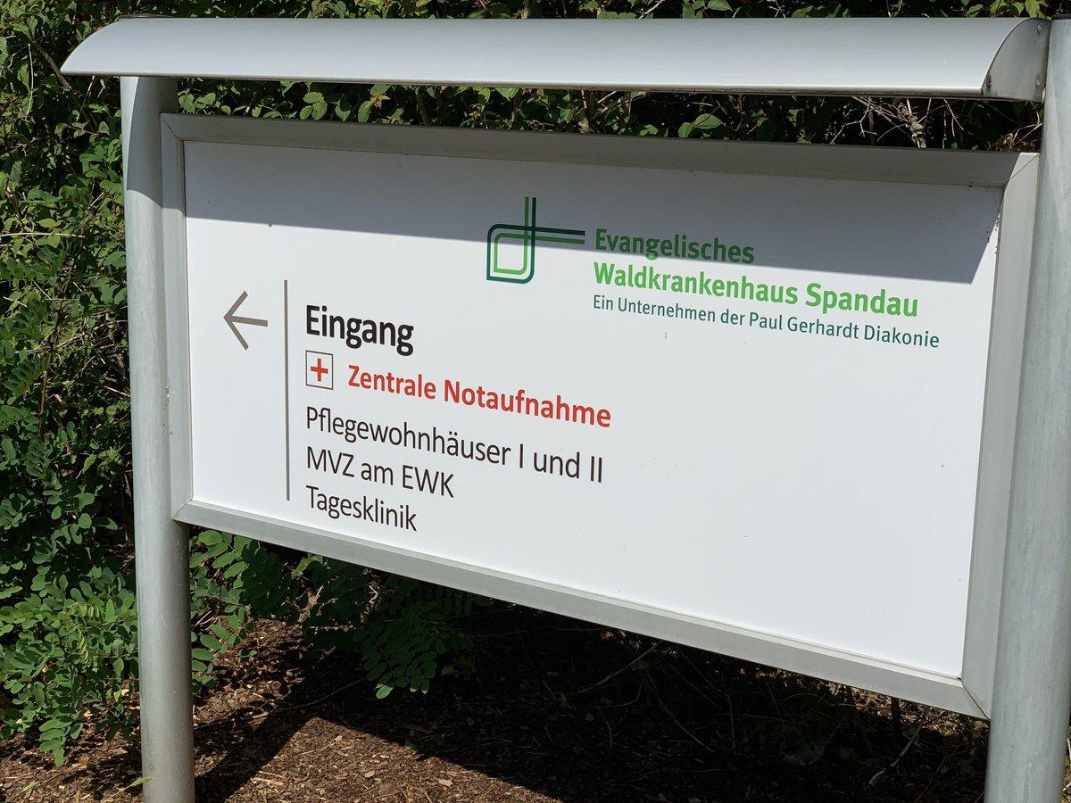 Der CDU-Landesvorsitzende @kaiwegner setzt nach der Präsidiumssitzung jetzt seine Bezirkstouren fort. Gemeinsam mit Bau- und Gesundheitsstadtrat @frankbewig geht es heute quer durch #Spandau. Erste Station ist die Kinder- und Jugendklinik im Waldkrankenhaus.