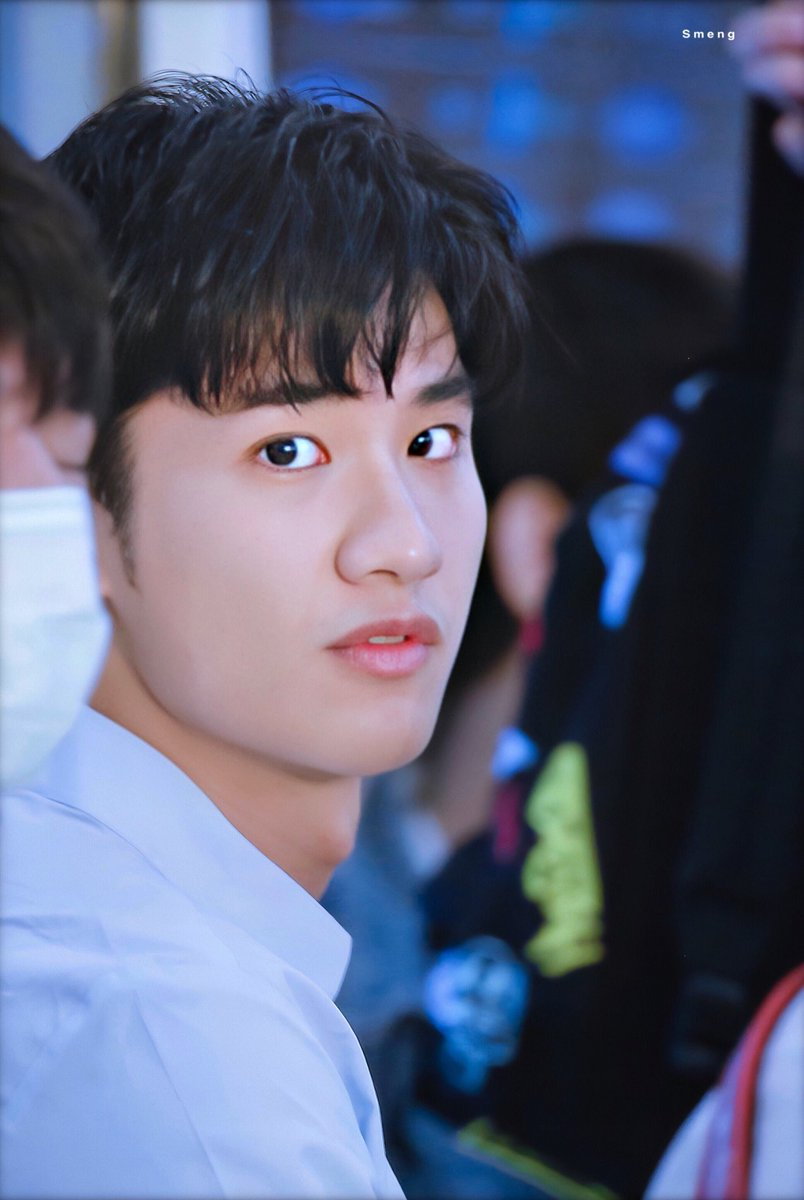 When I saw you,  I felt my heart beat.  @Tawan_V #Tawan_V <br>http://pic.twitter.com/yDukSCocAd