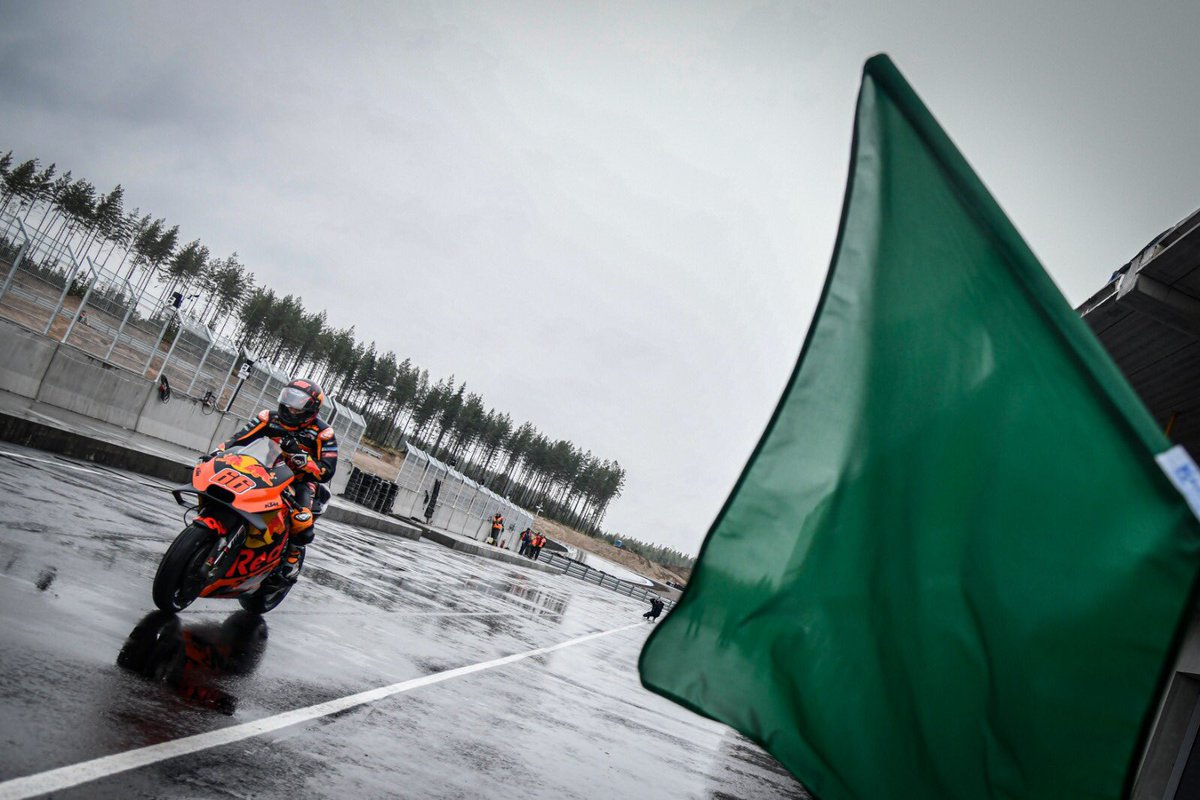 Time to test the brand new track ✊💨 Mika Kallio is the first #MotoGP test rider to head out on track at the KymiRing 🇫🇮 in wet conditions 🌧 #FinlandTest ⏱