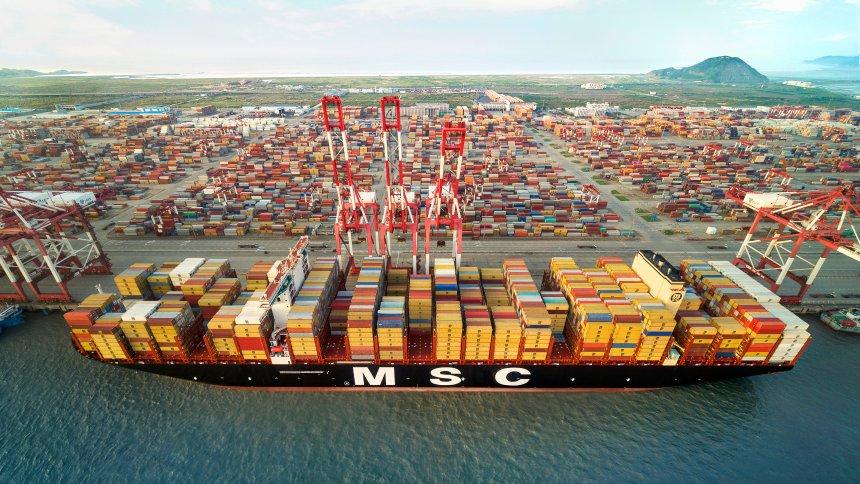 """""""MSC Gülsün"""": Weltgrößtes Containerschifferreicht Deutschland https://t.co/WaYaxUs5pX https://t.co/vl5ZnB9BgK"""