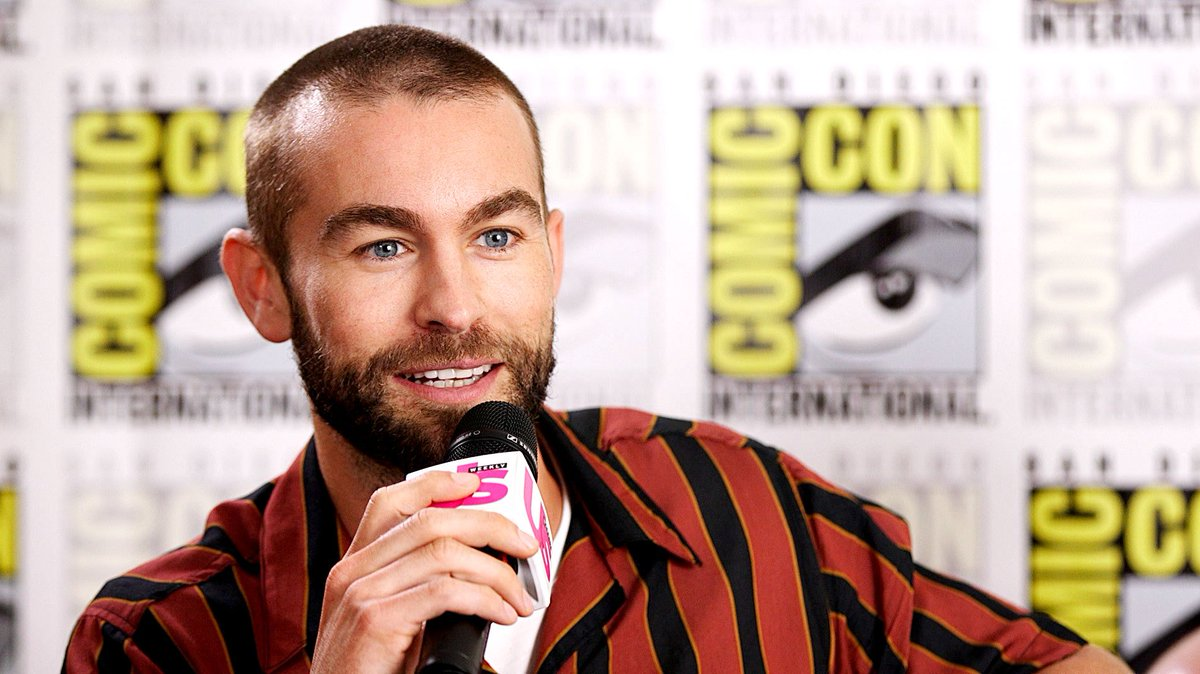   chace crawford does his batman voice for @usweekly at #SDCC2019!  https://www. usmagazine.com/entertainment/ news/veronica-mars-cast-raps-sings-friends-theme-at-sdcc-video/  … <br>http://pic.twitter.com/3kTNovzYGr