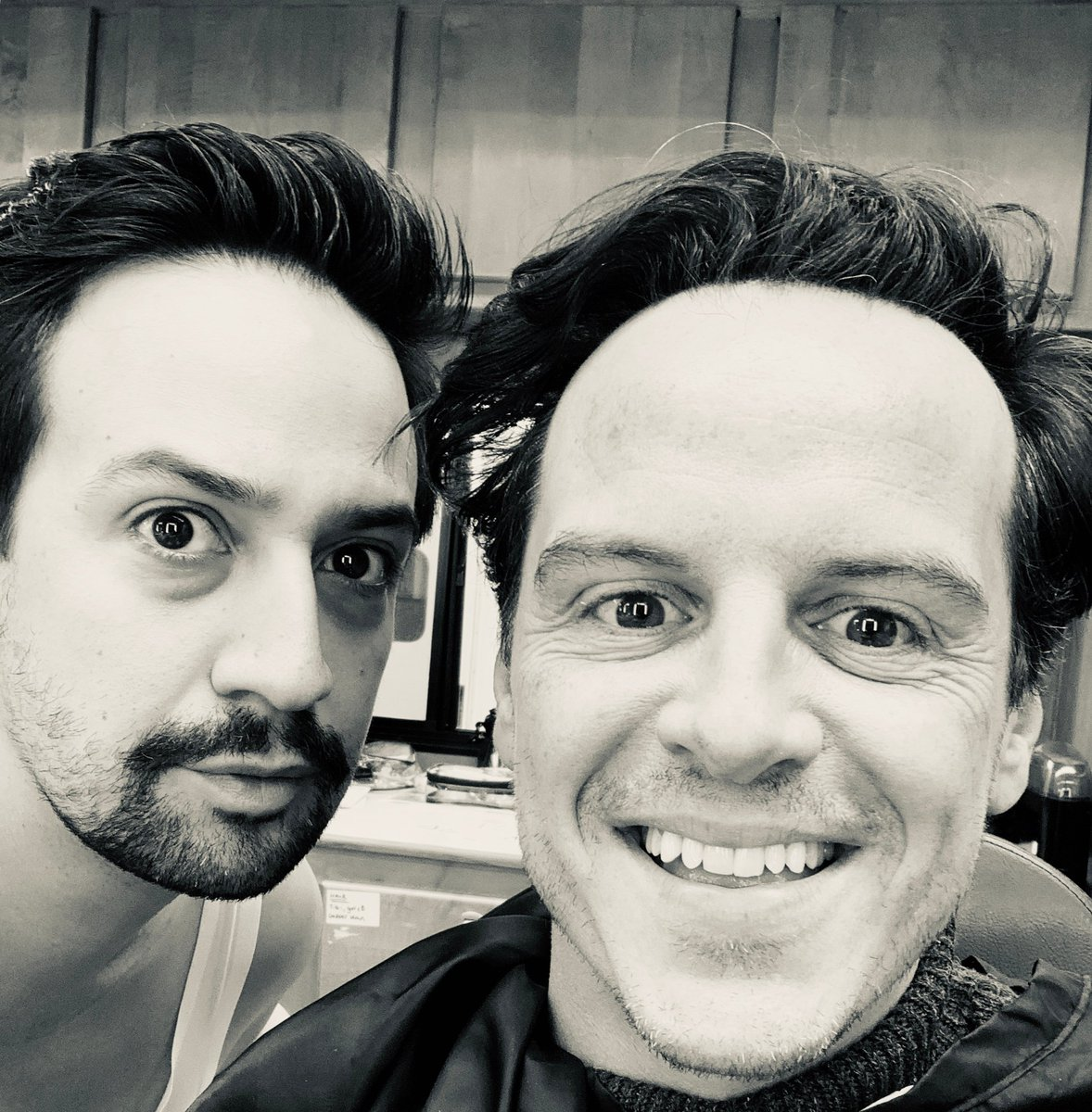 "So I have summoned you here, and you are to fly me northwards"" When Lee Scoresby met Jopari. @Lin_Manuel #AndrewScott #BehindTheScenes #HisDarkMaterials"