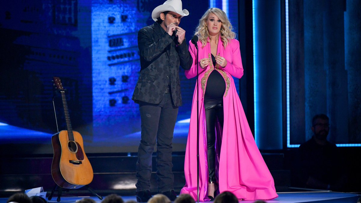 """JUST IN: Country Music Association has announced @carrieunderwood will host """"53rd Annual CMA Awards"""" with special guest hosts @Reba & @DollyParton. First time in 10+ years that it hasn't been @BradPaisley & Carrie! @WKRN<br>http://pic.twitter.com/2487F3XYTC"""