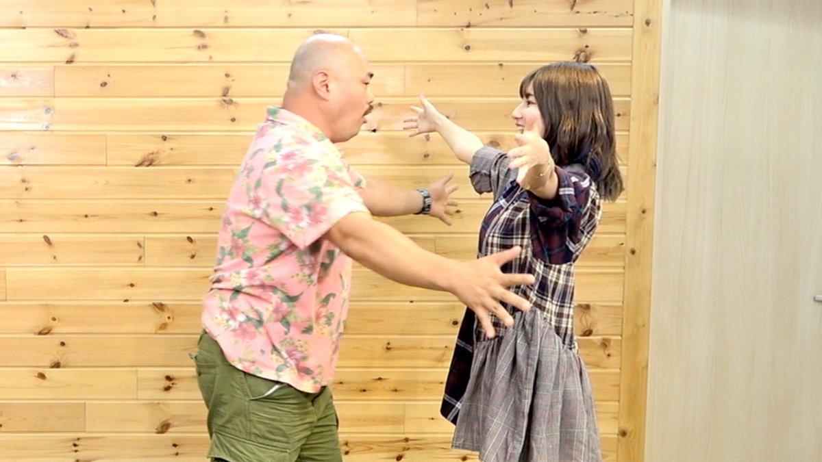 今日の動画🤟🤟【検証】クロちゃん、年下の女にハグを迫られたら我慢する?しない?