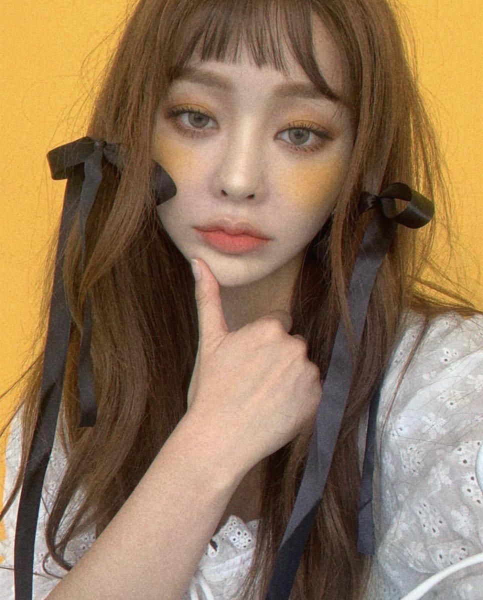 この韓国のYouTuberさんかな?毎回ハイレベルなメイク動画を上げてくれて本当に可愛いし凄い…見てて最高に楽しい😊