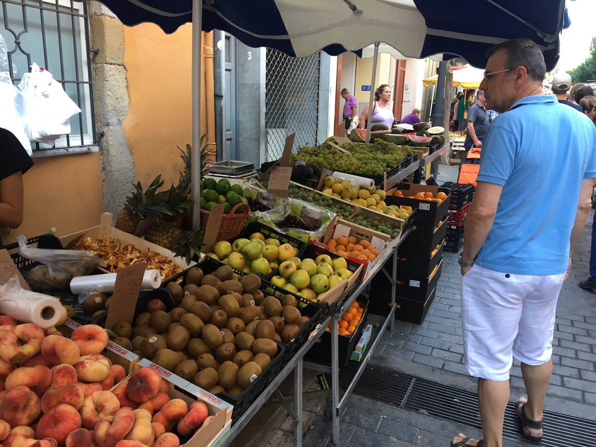 Fantastic produce on display in the Costa Blanca #eatwell #shoplocal<br>http://pic.twitter.com/Pm05HnCoOj