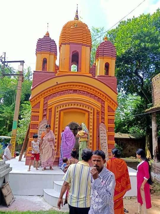 As per reports, a Hindu temple has been vandalized & Shiv Ling has been destroyed in Kanchan Nagar - Bardhaman City, West Bengal today on #WorldHumanitarianDay while CM @MamataOfficial is busy tweeting about Kashmir.