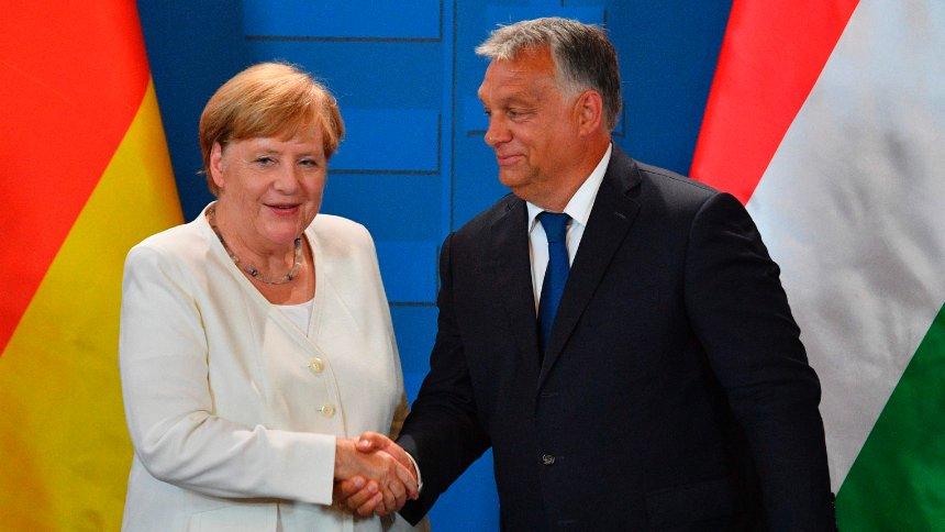 """Orbán zu Merkel: """"Nach den Gesetzen der Ritterlichkeit ziehen wir den Hut"""" https://t.co/pxK218YFFf https://t.co/vOwT0ekQs2"""