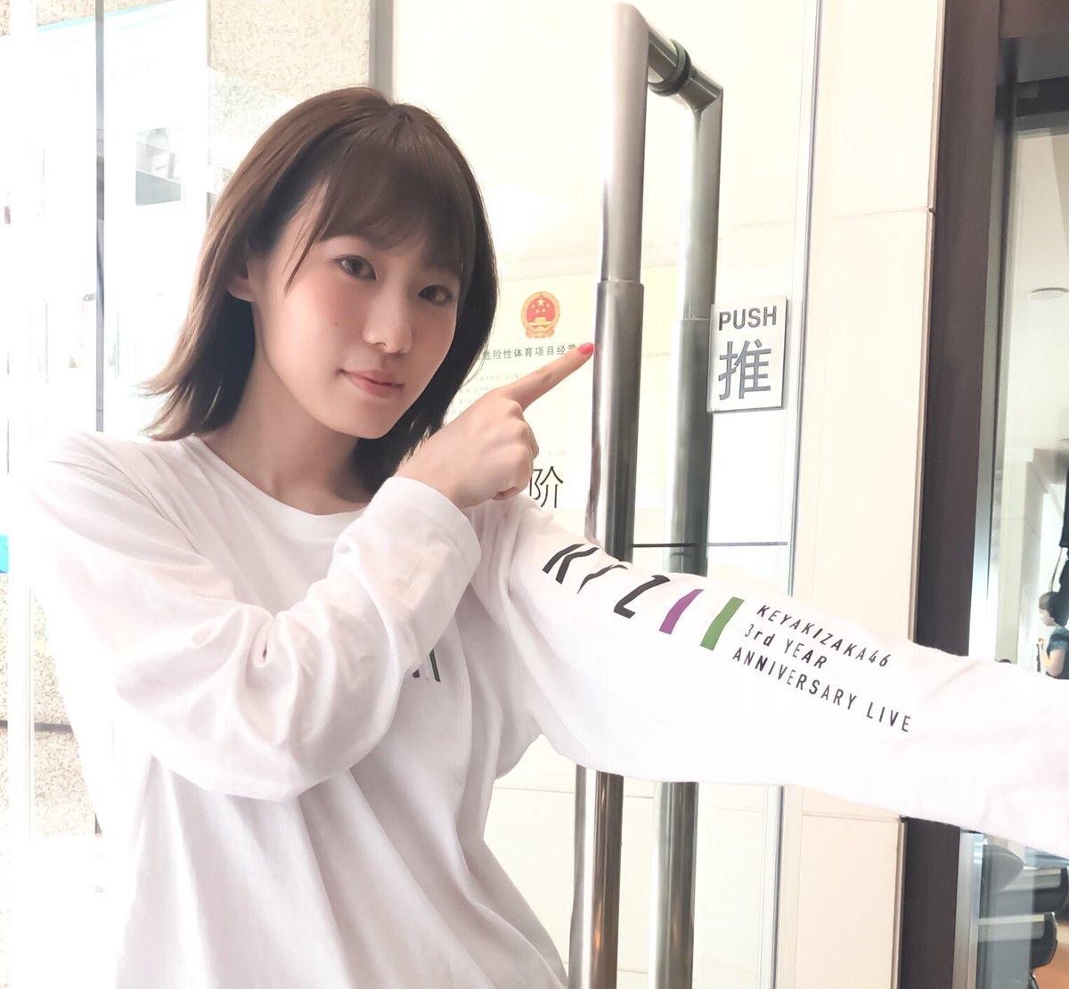 中国では扉などに付いているPUSHマークに「推」という字が使われているんです🤔ということで、#推してみいちゃん 🥺みなさんはもちろん、小池さん推しですよね😤#やってみいちゃん#小池美波 #欅坂46 #みいちゃん #小池美写真集 #みいちゃん写真集