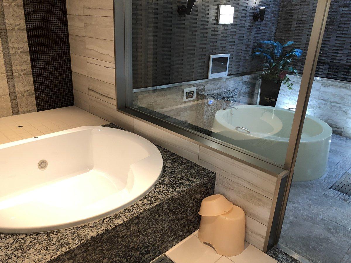 【ホテルSHASHAテラス  102号室】露天風呂まで付いたお部屋が休憩で5,000円代は異常な価格です。お部屋や洗面所も広くて2人で使うには広過ぎると思いました。またルームサービスはこれで200円。安いを通り越して採算が理解出来ません。ただし遠い。駅から遠いし、そもそも駅が遠い。車必須です