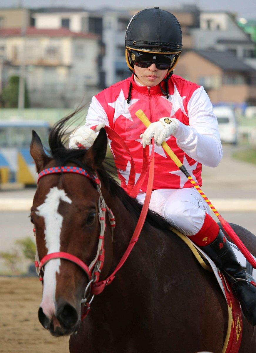 川崎の滝川寿希也騎手が引退 SNS発言で騎乗停止|極ウマ・プレミアム: 川崎競馬は19日、滝川寿希也騎手(24=川崎・田辺)が8月16日付で騎手を引退したと発表した。… https://t.co/QgODN4RTKx