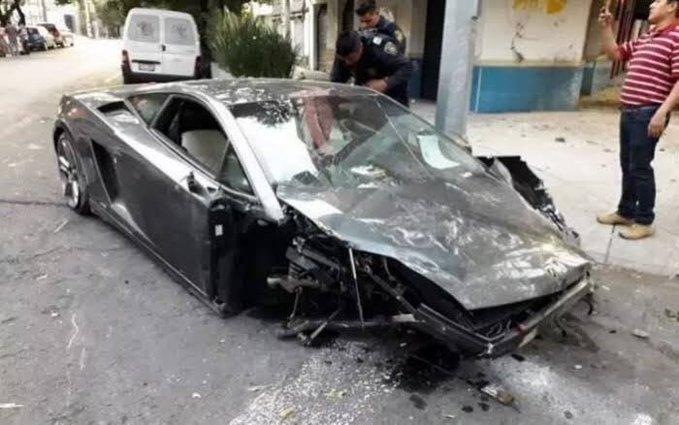 Lo más reciente del caso del Lamborghini chocado y abandonado en la Roma http://bit.ly/2KF0YAq