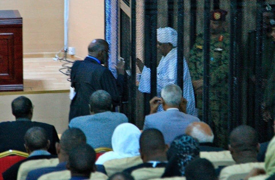 And I never thought I'd see the day... Bashir on trial. #SudanUprising <br>http://pic.twitter.com/HQd9Y38kCP