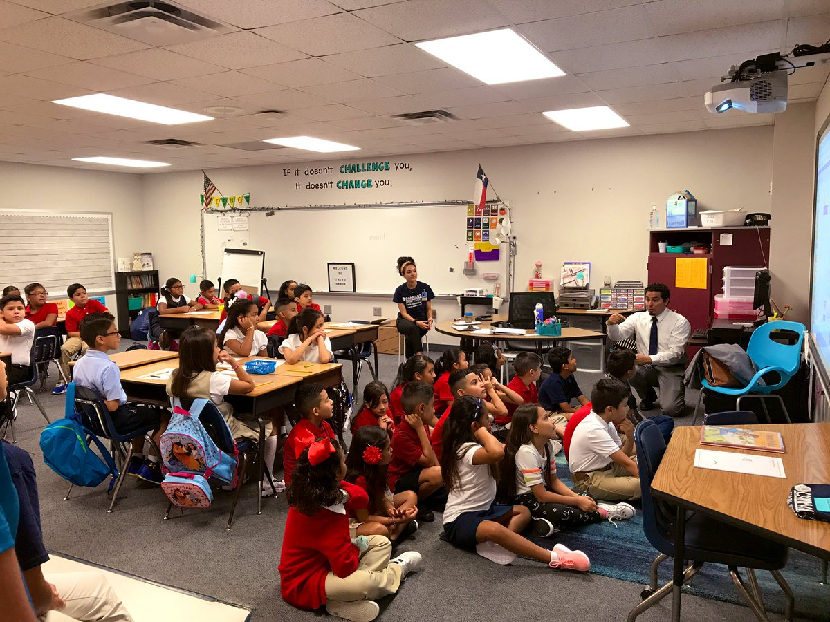 3rd grade learning about coding on the first hour of the first day of school! No time to waste! #CFBfirstday @daviscfb<br>http://pic.twitter.com/Vr1m3aWbge – à Dale Davis Elementary