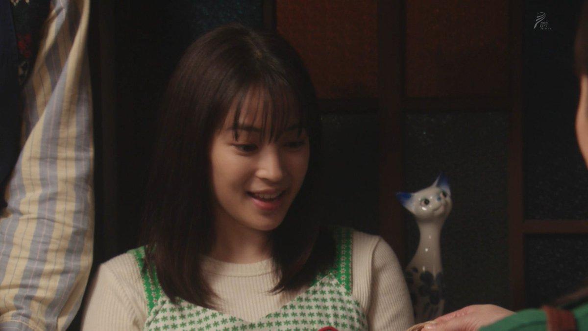 #なつぞら【猫の置物】坂場家の玄関に置かれている陶器製の猫の置物は、#半分青い の楡野家、#ひよっこ の「喫茶白猫」に置かれていたペアの置物のうちの一体のようです。