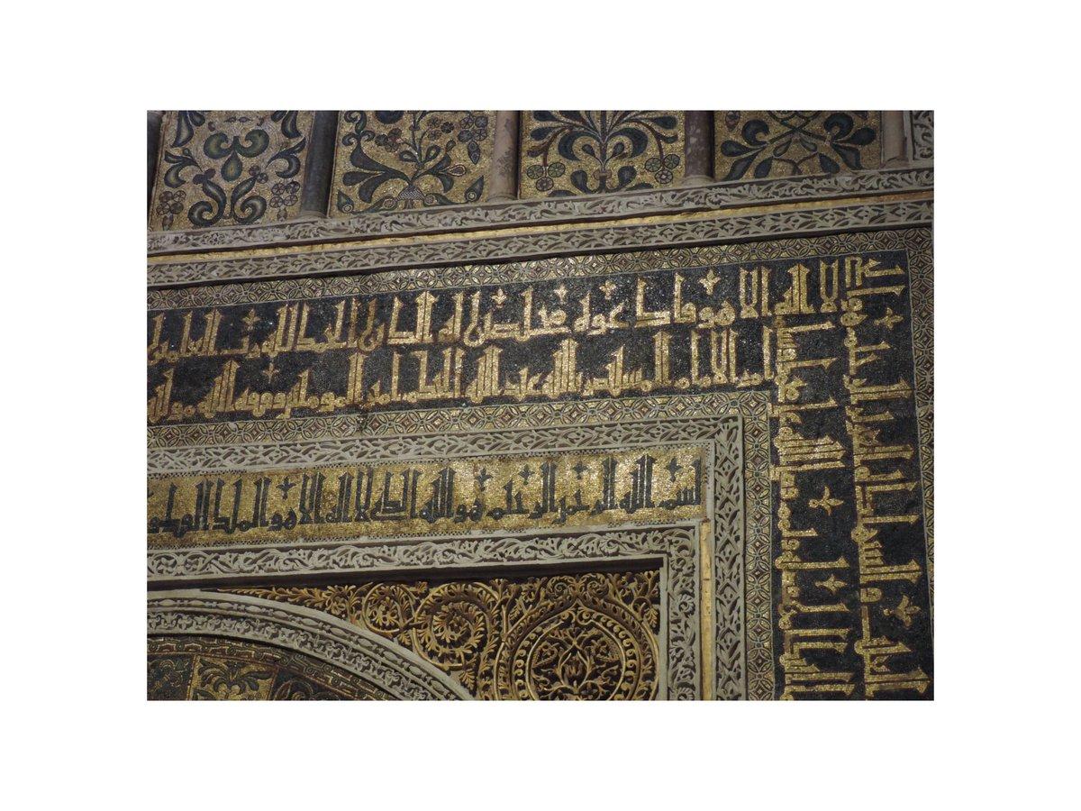 Ogni centimetro nasconde qualcosa che si sottrae agli occhi di chi guarda l'insieme. La Mezquita è un puzzle, e ogni pezzo va capito prima di essere inserito nella visione collettiva. . #mezquita #cordoba #andalucia